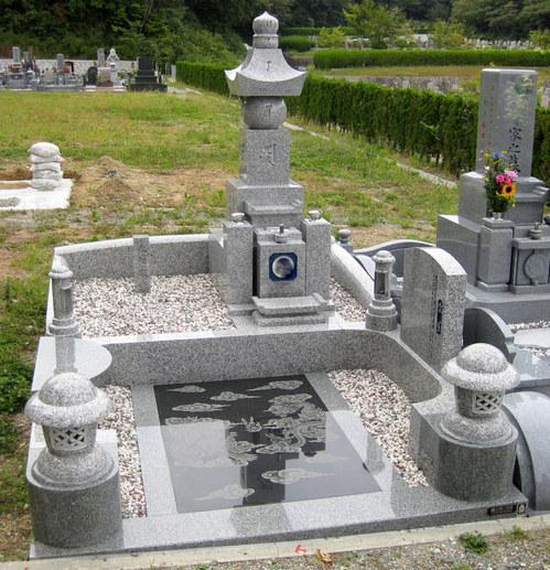 五輪塔・デザイン墓石.jpgのサムネール画像