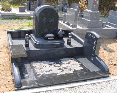 影彫り入りオリジナルデザイン墓石1.jpgのサムネール画像