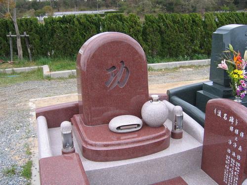文字に想いを込めたデザイン墓石2.jpgのサムネール画像