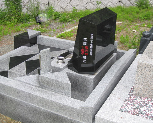 花岡家オリジナルデザイン墓石3.JPGのサムネール画像
