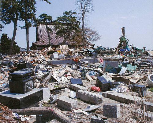 東日本大震災・墓石倒壊写真.jpgのサムネール画像