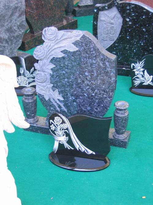 特殊加工の墓石.jpgのサムネール画像