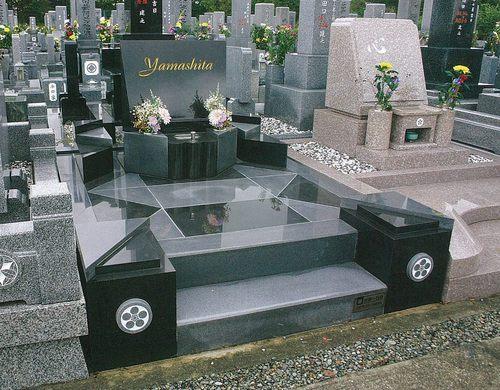 山下家墓碑-2.jpg