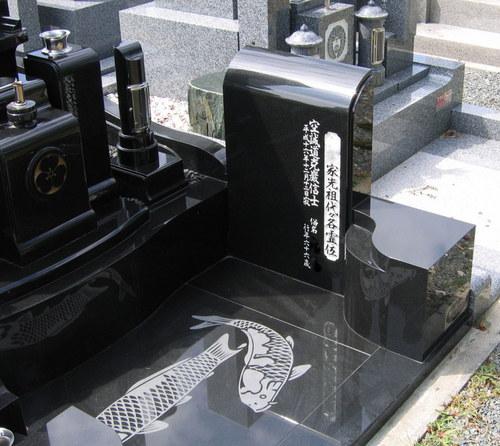 黒御影石・和型デザイン墓石3.jpgのサムネール画像