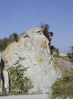 庵治石の産地・女体山